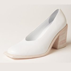 Wal & Pai NWOT White Leather Wade Square Toe Heel